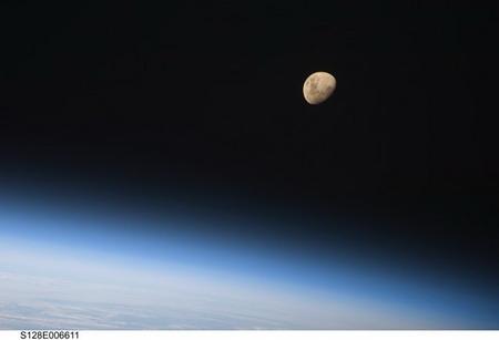 ماه و زمين از ايستگاه بينالمللي